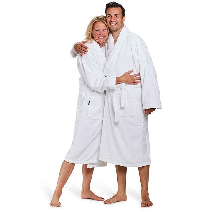 Waarom de witte badjas zo geliefd is onder celebrities