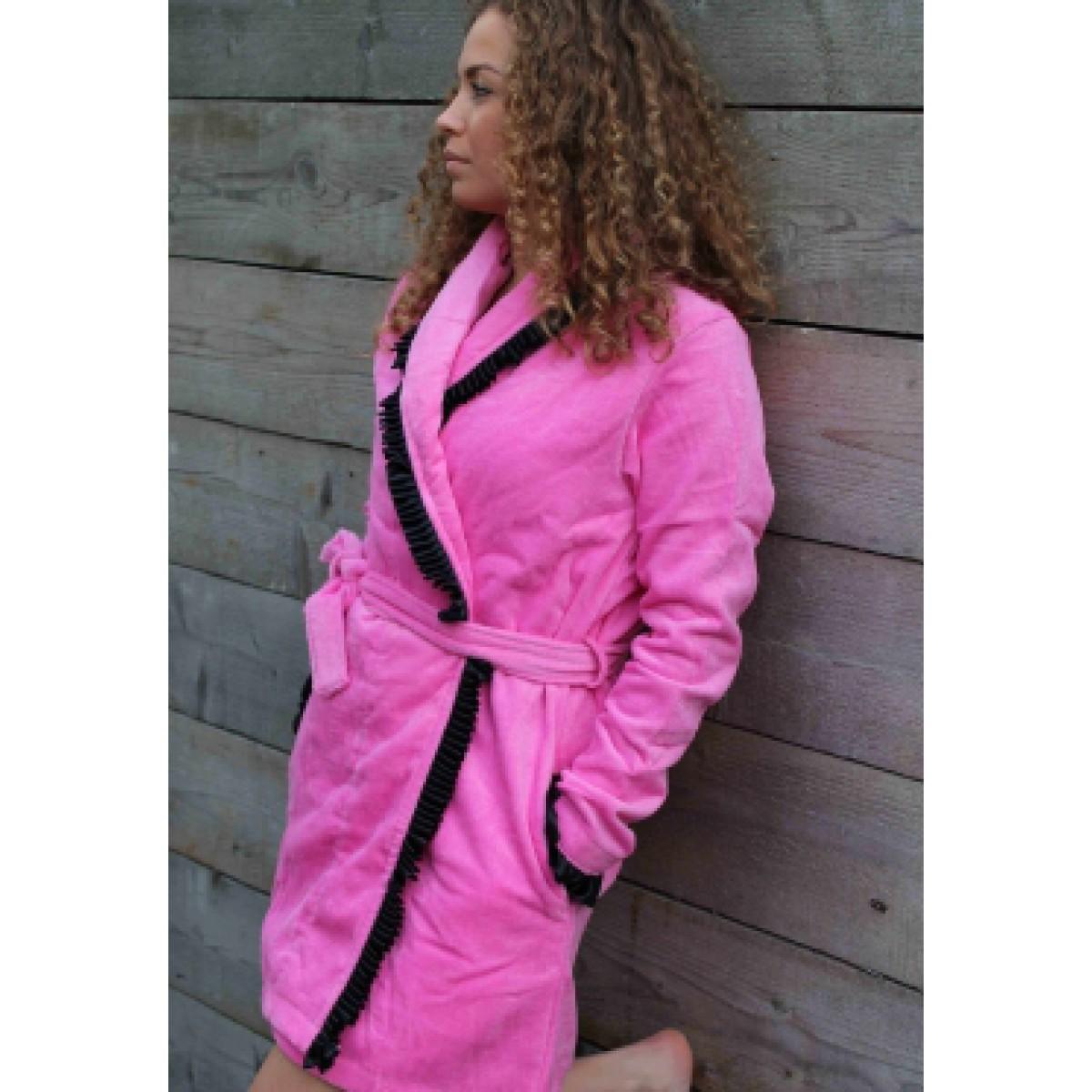 Roze badjas met satijn