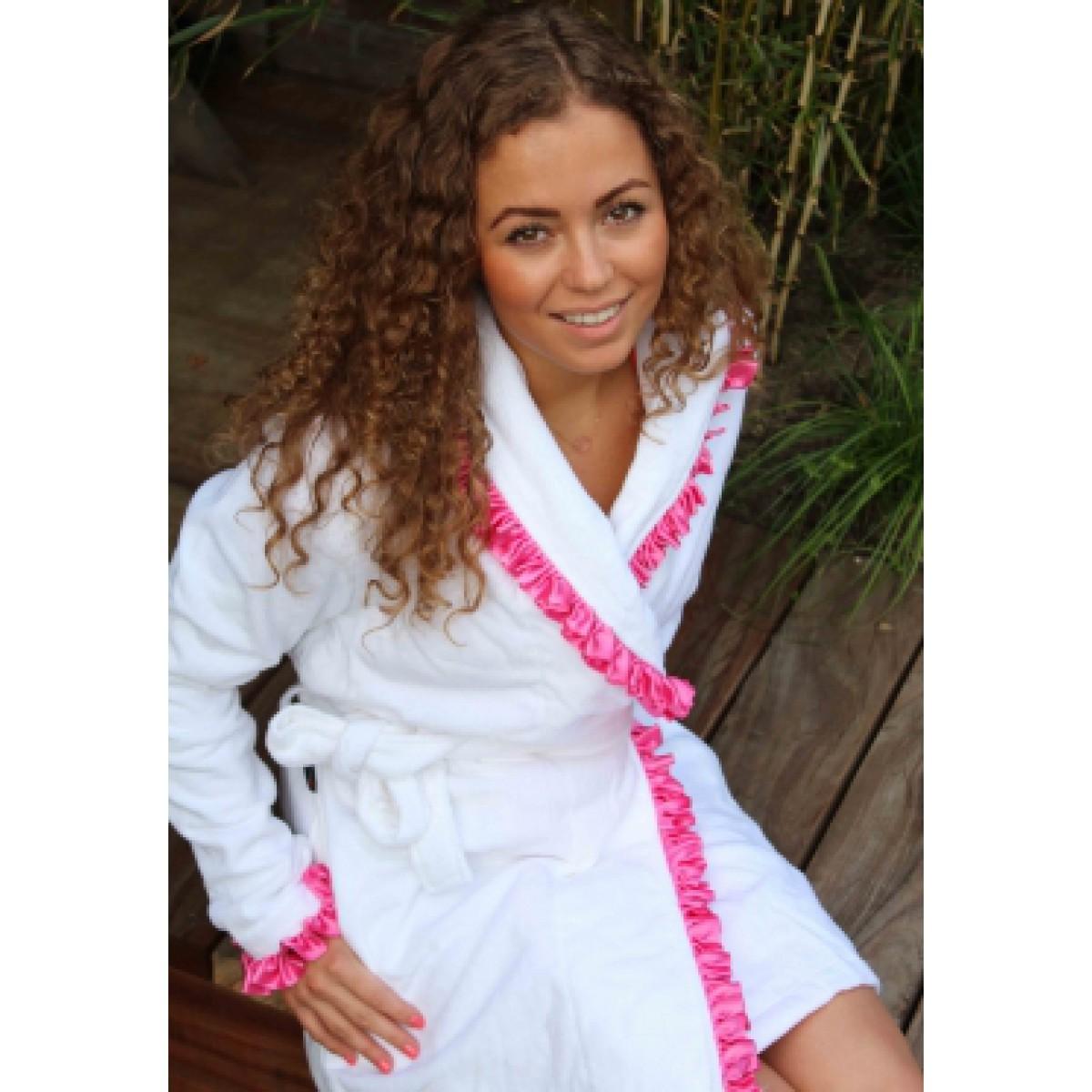 Witte badjas met roze ruffles