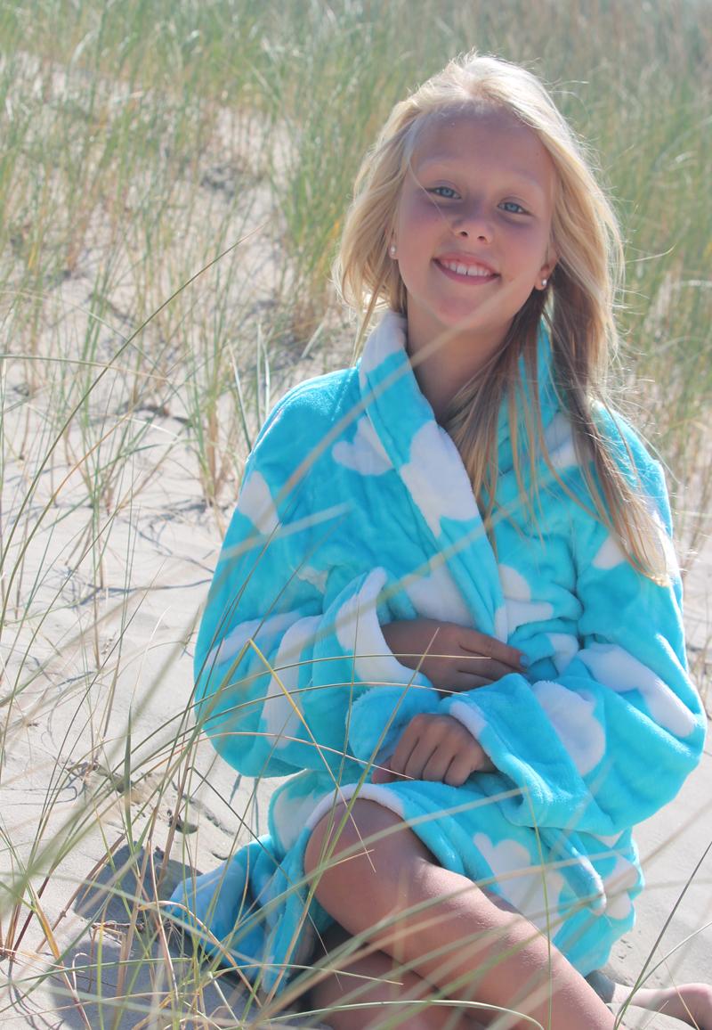 Lichtblauwe kinderbadjas met wolkjes - M (7-8 jaar)