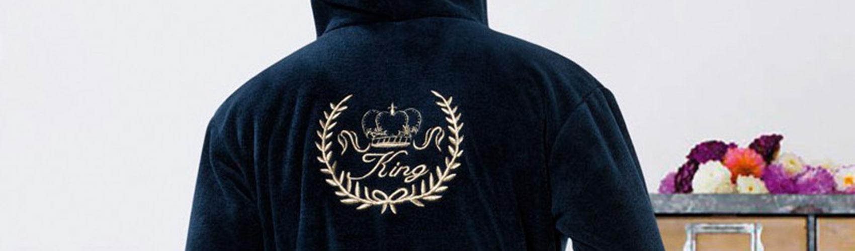 Badjas geborduurd met logo