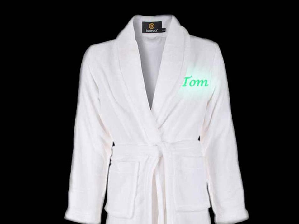 Witte badjas met glow in the dark borduring!